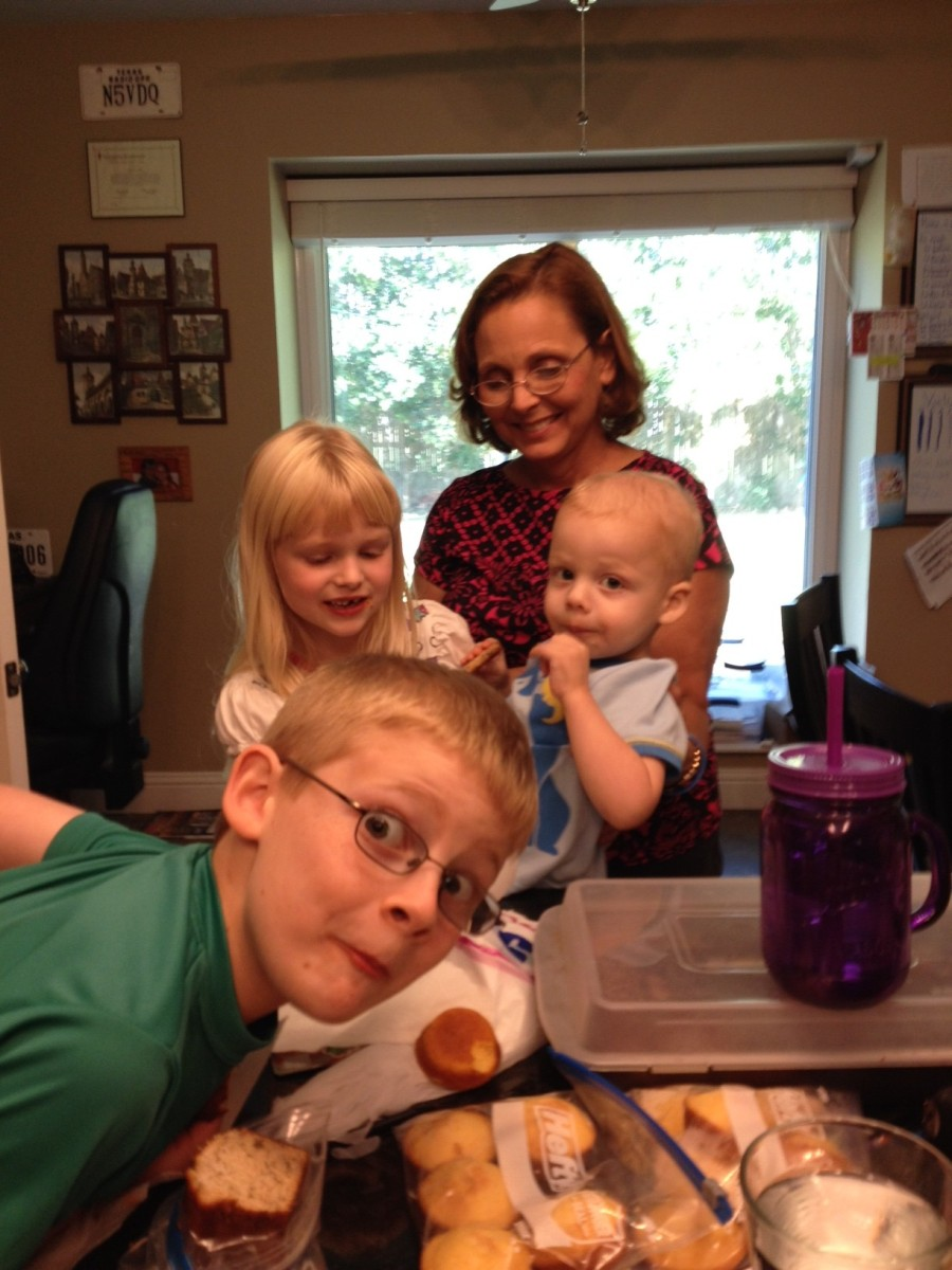 Bennet, Amelia, Oma, and Liam